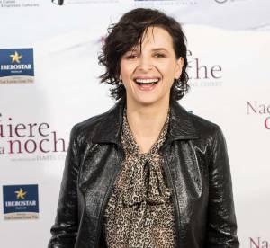 Juliette Binoche : joli mix cuir léopard pour la quinqua sexy et rock'n'roll