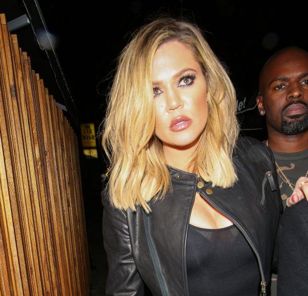 Khloe Kardashian moulée à bloc dans sa combinaison noire transparente.