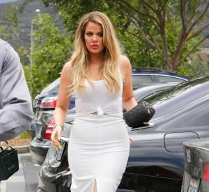 Khloe Kardashian : décolleté plongeant et duck face en coulisse d'un shooting
