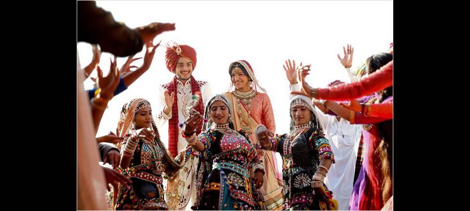 """L'Inde, ses couleurs et son foisonnement, est aussi un personnage clé de """"Un+une""""."""