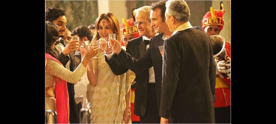 En voyage professionnel en Inde pour son travail, il est reçu par l'ambassadeur (Christophe Lambert) et sa femme (Elsa Zylberstein).