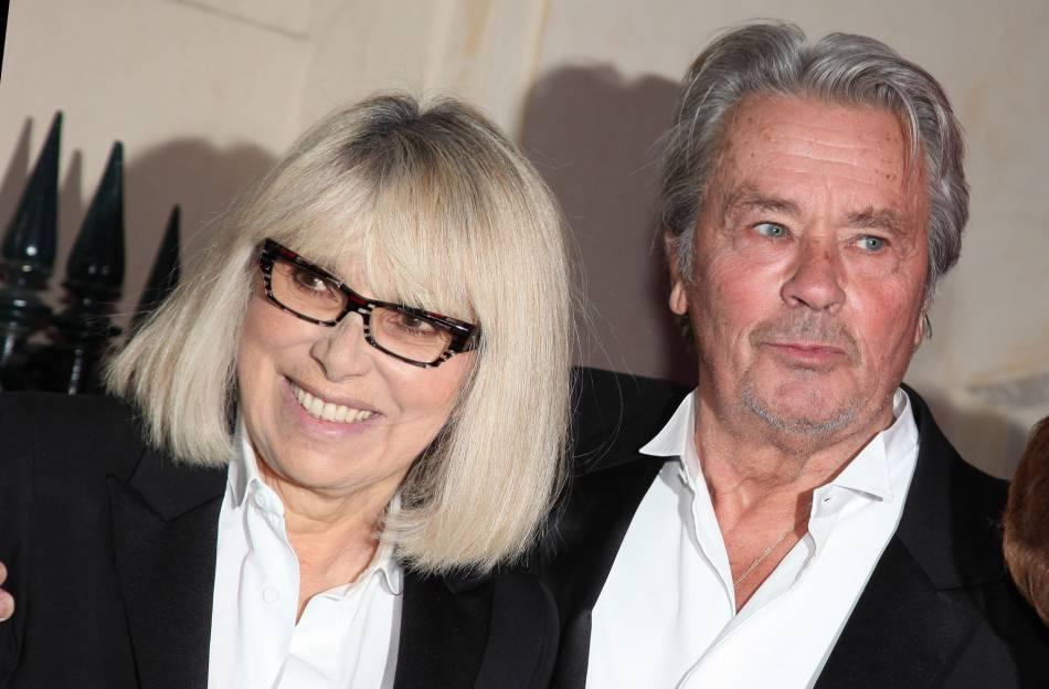 """Alain Delon considère Mireille Darc comme  """"la femme de sa vie"""" ."""