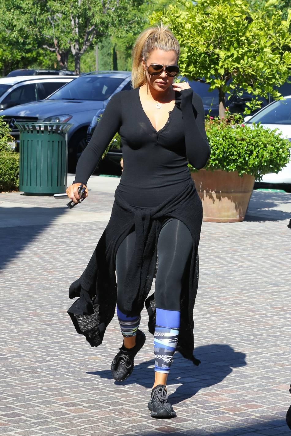 Khloe Kardashian ne quitte plus ses tenues de sport.