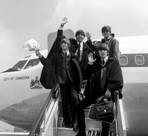 John Lennon et les membres de son groupe, les Beatles.