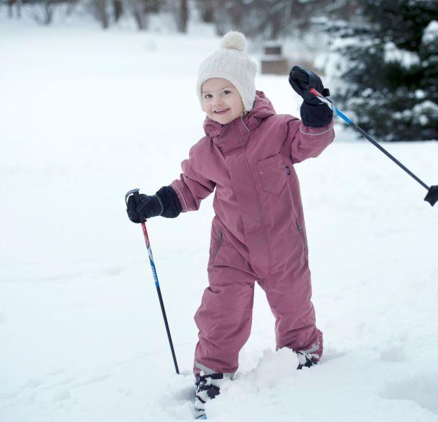 Cela fait déjà deux hivers qu'Estelle skie. Ici en 2015, elle maîtrisait déjà le planté de bâton !
