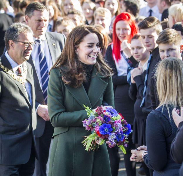 Kate Middleton effectue sa première apparition solo à Edimbourg le mercredi 24 février 2016.