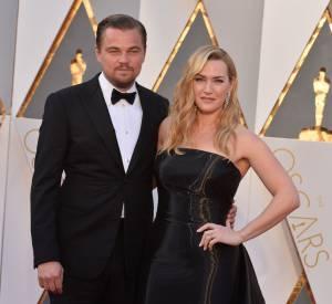 Kate Winslet et Leonardo DiCaprio, respectivement en Ralph Lauren et Armani aux Oscars 2016.