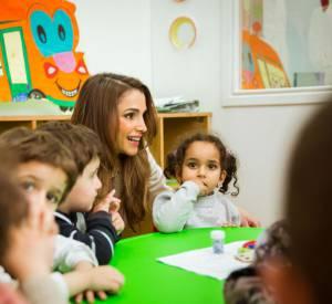 Rania de Jordanie donne son nom à la Faculté dédiée à l'enfance.