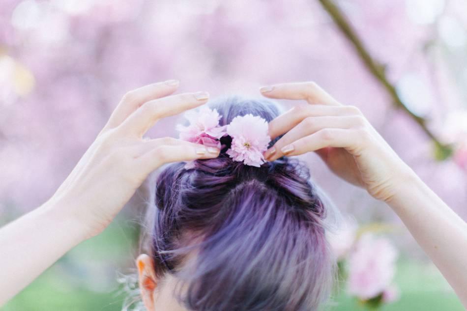 Le chignon romantique, grand classique de la coiffure.