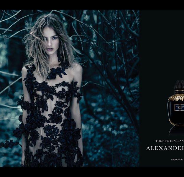 """Alexander McQueen dévoile les premières images de sa nouvelle fragrance, """"McQueen Parfum""""."""