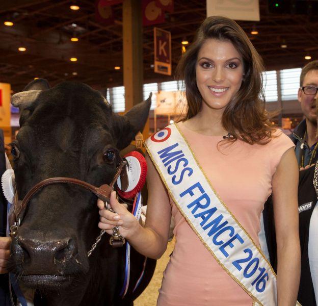 Iris Mittenaere a rendu visite à la plus grande ferme de France, Porte de Versailles à Paris, lundi dernier.