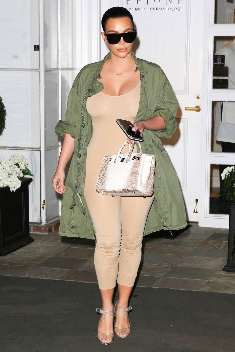 Kim Kardashian était sexy à souhait à Los Angeles pour se rendre dans un salon de beauté.