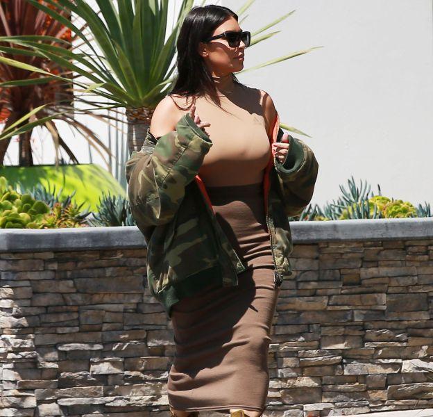 Kim Kardashian à la sortie du centre dermatologique Epione à Beverly Hills.