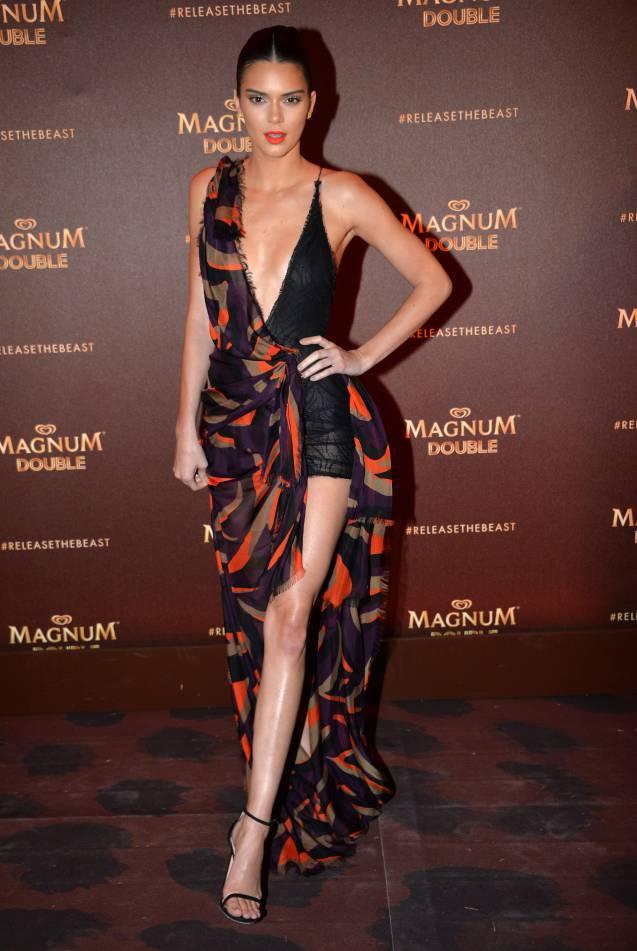 Kendall Jenner : une vraie bombe à la Plage Magnum de Cannes, ce jeudi 12 mai 2016.