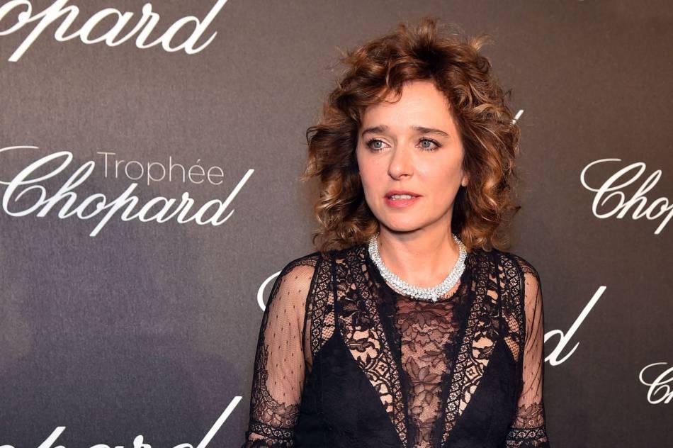 Valeria Golino brille en Chopard lors de la cérémonie du Trophée Chopard organisé le 12 mai 2016 à Cannes.