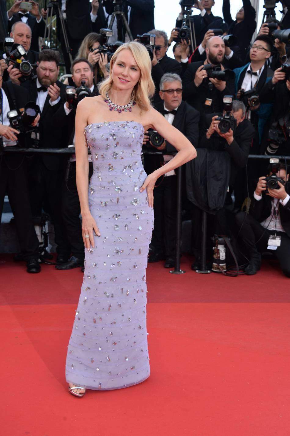 Naomi Watts est toujours aussi belle dans cette robe Armani Privé.