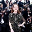 """Julianne Moore dans une robe Givenchy pour la première de """"Café Society"""" à Cannes 2016."""