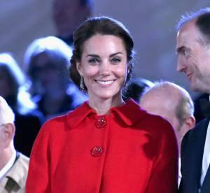 Kate Middleton : radieuse en rouge et souriante, elle éclipse la reine Elizabeth