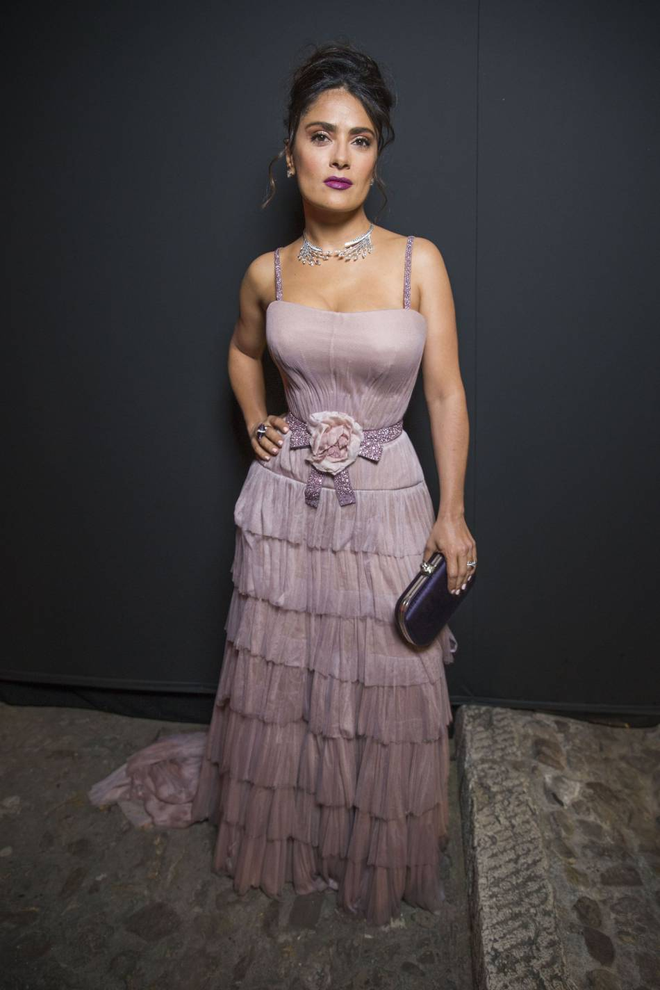 """Cannes 2016 : Salma Hayek en robe pastel au dîner Kering """"Women in Motion""""."""
