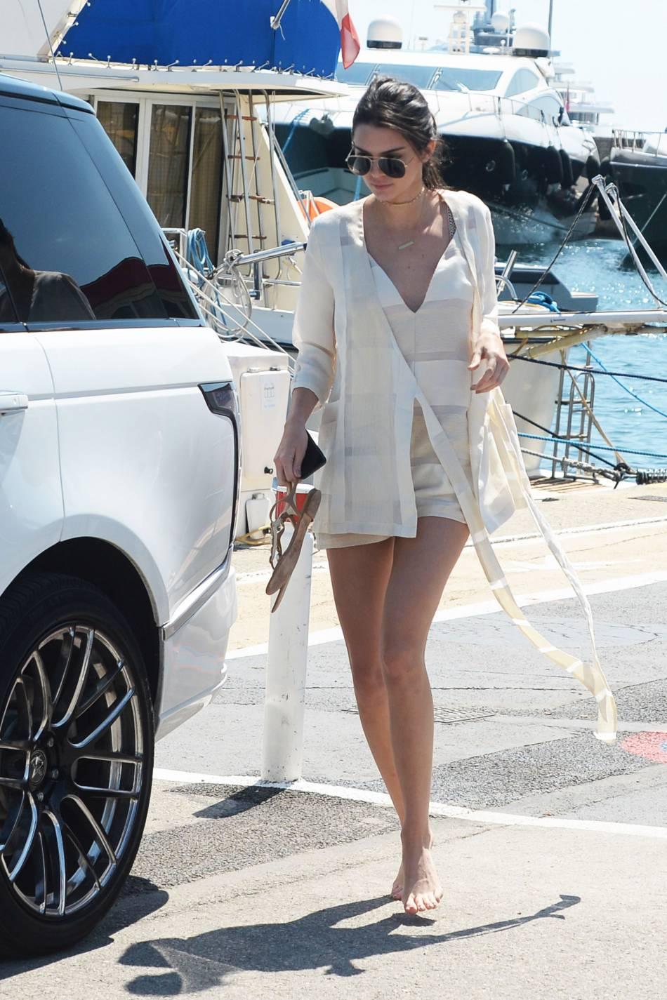 Kendall Jenner à Cannes elle se dévoile sérieusement.