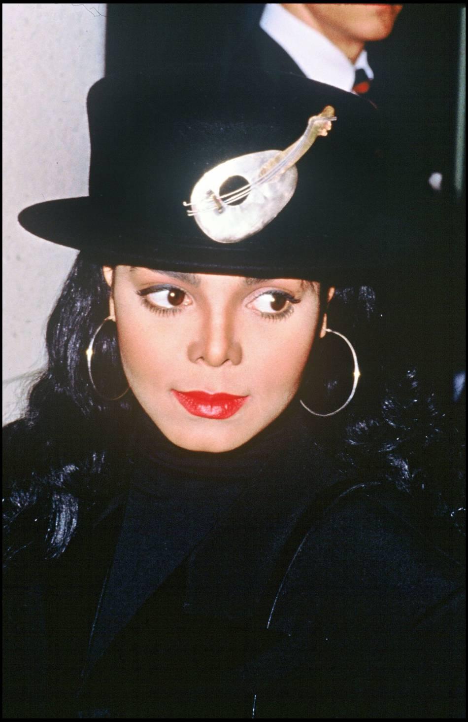 Janet Jackson renoue avec un style de garçon manqué en 1993.