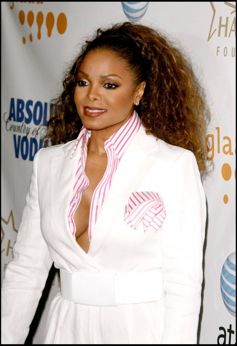 Janet Jackson retourne au basique, avec une crinière plus naturelle, en 2008.