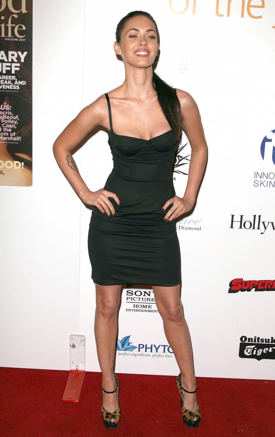 Moulant et décolleté : le style Megan Fox par excellence.