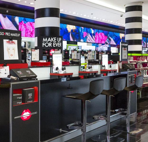 Le bar de tendances make up sur le Sephora des Champs-Elysées.