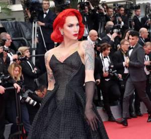 Sa mise en beauté par la team l'Oréal Paris est saisissante.