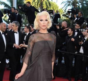 Pour son deuxième passage sur le tapis rouge, Miss Fame était plus sobre mais toujours aussi élégante.