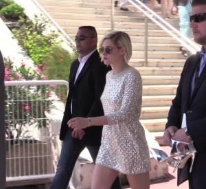 """Kristen Stewart se dévoile tout en sensualité pour le photocall de """"Personal Shopper"""" au Festival de Cannes 2016."""