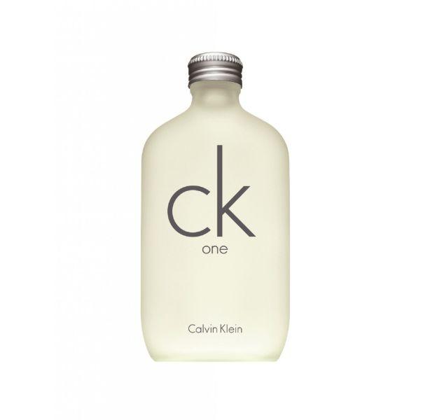 CK One, le parfum unisexe de Calvin Klein, une petite révolution sortie en 1995.