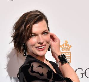 Était aussi présente l'actrice Milla Jovovich, vêtue d'une robe noire légèrement transparente.
