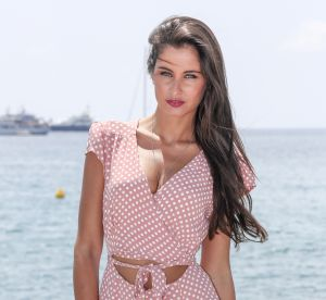 Malika Ménard : torride en bikini léopard dans le sud de la France