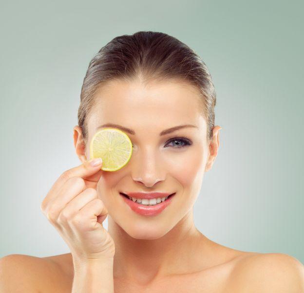 Le citron, allié beauté pour une peau éclatante.