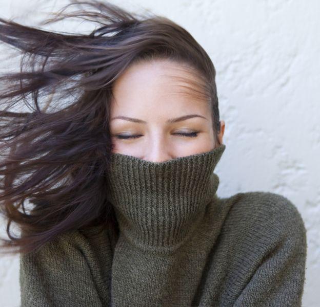 Le froid et les cheveux ne font pas bon ménage.