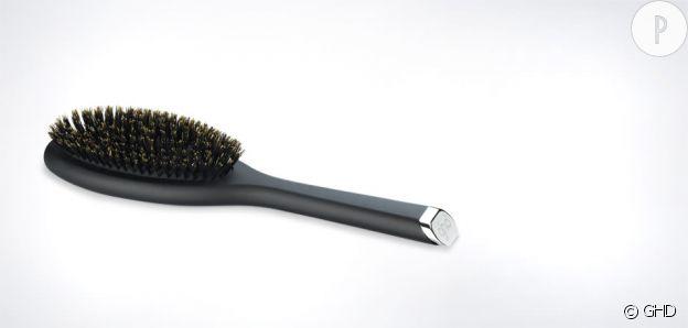 Brosse à cheveux en poils naturels, GHD, 32€.