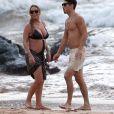 Serait-elle en couple avec son danseur Bryan ? La paire a été repérée sur une plage de Hawaii quelques jours après Thanksgiving...