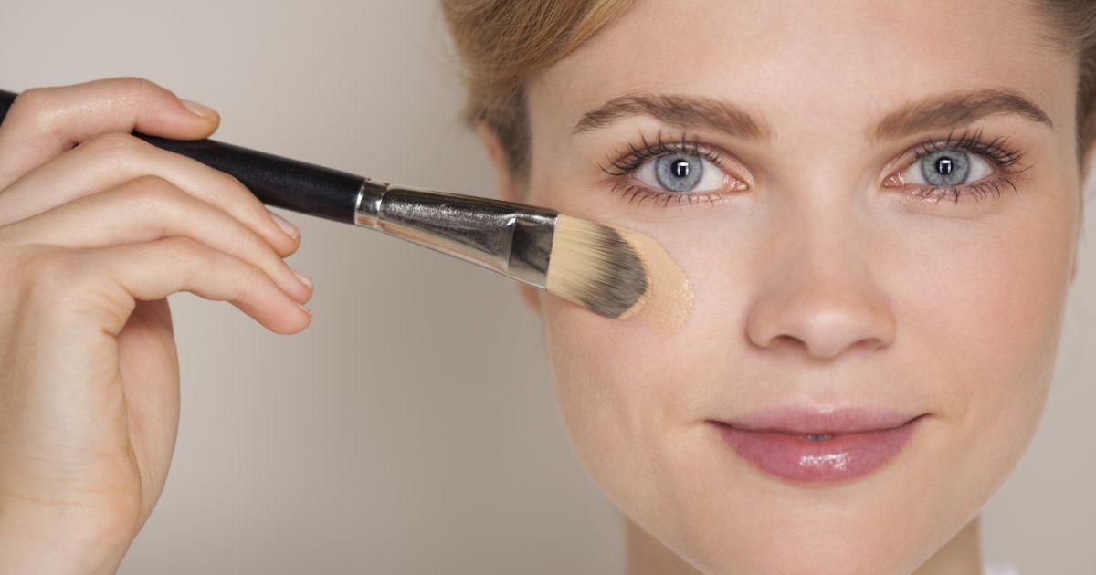 maquillage quelle texture de fond de teint pour quel type de peau puretrend. Black Bedroom Furniture Sets. Home Design Ideas