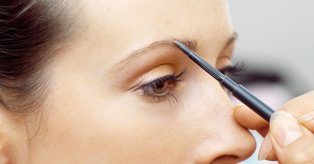 maquillage des sourcils quels produits utiliser pour un r sultat naturel. Black Bedroom Furniture Sets. Home Design Ideas