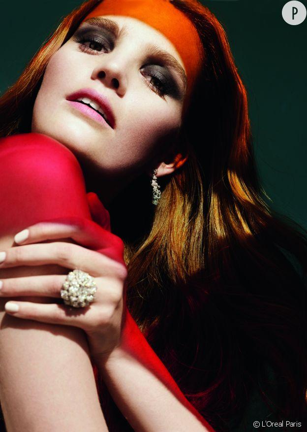 Alexina Graham est la sexy égérie rousse de l'Oréal Paris.