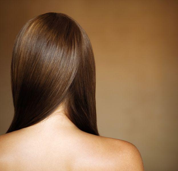Une astuce très simple pour se réveiller avec les cheveux lisses.