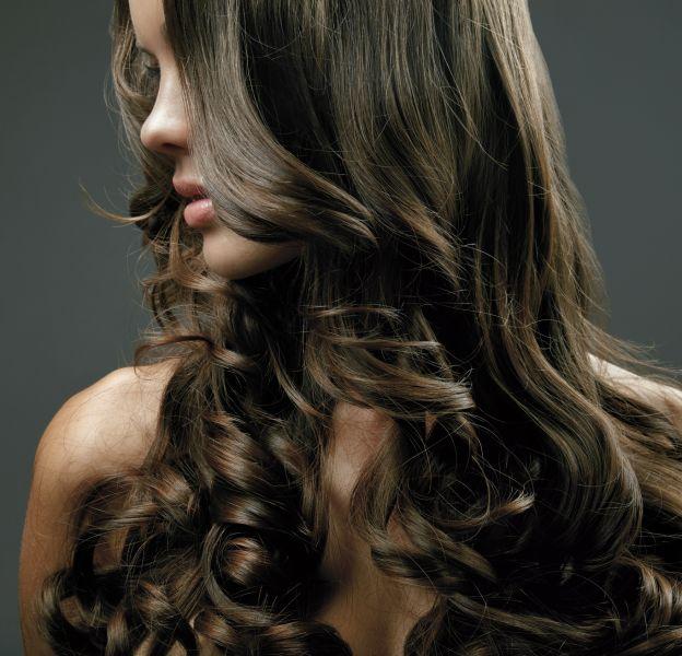 Les cheveux ont besoin de vitamines pour être en bonne santé.