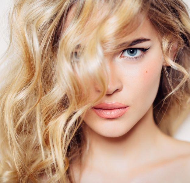 Le blond reste la valeur sûre pour les peaux claires et yeux bleus.