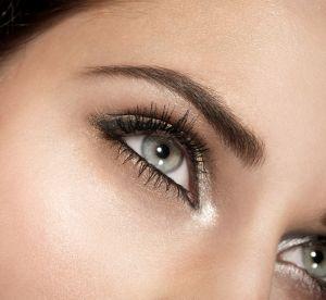 Make up : 4 astuces pour éviter les yeux gonflés sans utiliser d'anti-cernes