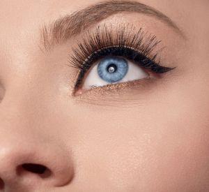 On adore accentuer notre regard avec un eyeliner bien noir.