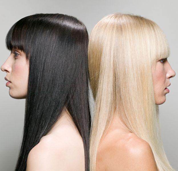 Il est très difficile de passer d'un brun foncé à un blond clair sans sévèrement endommager sa crinière.