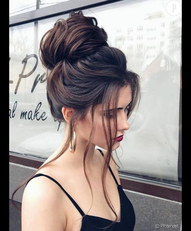 Coiffures pour cheveux sales : le chignon flou