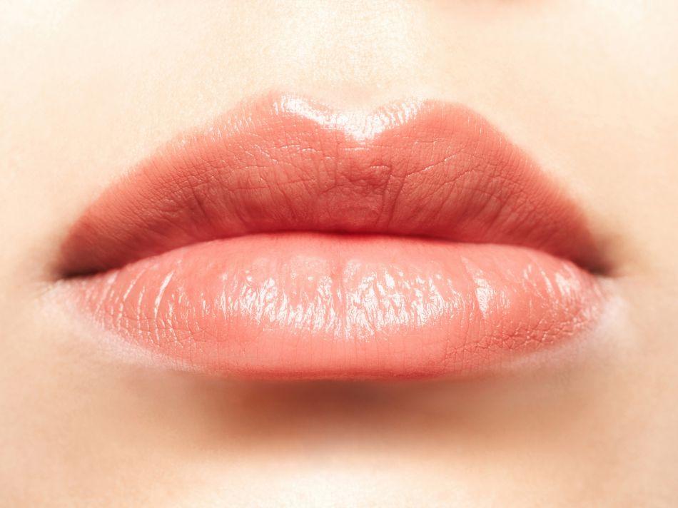 Super L'astuce ultime pour des lèvres pulpeuses ! JJ06