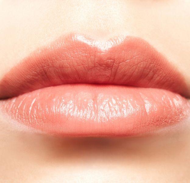 De belles lèvres pulpeuses doivent commencer par être hydratées.